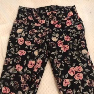 Skull and flower print leggings